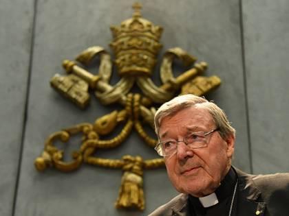 """Pedofilia, il cardinale Pell """"in serio pericolo di vita"""": resta in isolamento"""