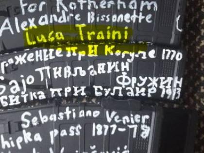 Sui caricatori il nome di Traini. Le armi usate dagli attentatori