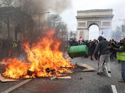Ora gli avvocati della sinistra difendono chi ha devastato Parigi