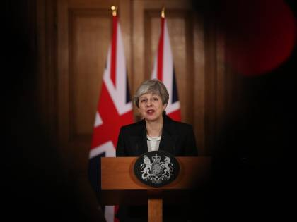 Theresa May convoca vertice d'emergenza per la crisi con l'Iran