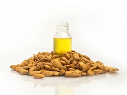 Tutte le virtù terapeutiche dell'olio di mandorle dolci