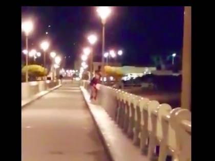 Forte dei Marmi, coppia filmata mentre fa sesso sul pontile