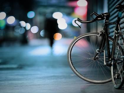 La legge che modifica la circolazione delle bici: targa e assicurazione