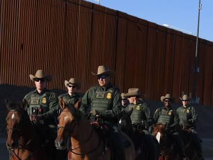 Scure di Trump sui migranti. Militari al confine col Messico