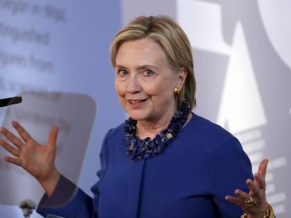 """Hillary Clinton: """"Ricandidarmi? Mai dire mai"""". Intanto Bloomberg fa un altro passo avanti"""