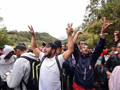 """Il Messico lancia l'allarme: """"Si sta formando la carovana di migranti più grande di tutte"""""""