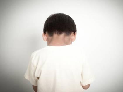 Bologna, senzatetto rumeno molesta bambino per strada: denunciato