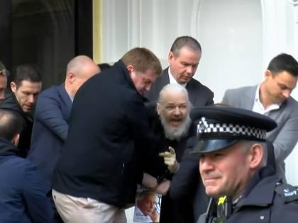 "Mike Pompeo: ""Julian Assange sarà estradato negli Usa"""