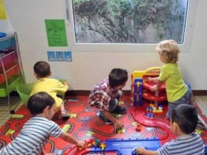 Spinte e schiaffi ai bimbi: sospesa maestra d'asilo
