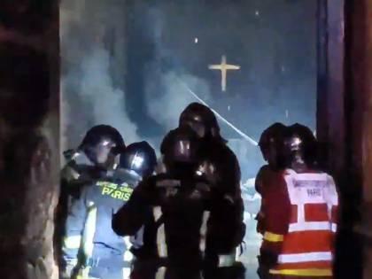 Miracolo a Notre-Dame: Croce e Altare centrale sono salvi