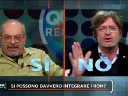 """Facci vs Vauro sui rom: """"Non si possono integrare"""", """"Sei un cretino!"""""""