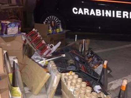 Napoli, maxi sequestro di bombe destinate ai commercianti
