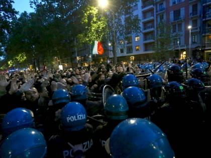 Milano, scontri e tensioni al corteo per Sergio Ramelli: ferito un manifestante