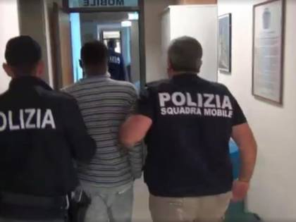 Faenza, aggredisce agenti: in manette clandestino pluripregiudicato