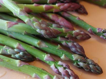 Asparagi, sono antiossidanti e aiutano a combattere la cellulite