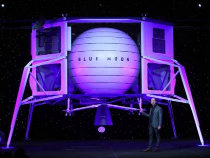 """Jeff Bezos: """"Entro il 2024 andremo sulla Luna"""""""