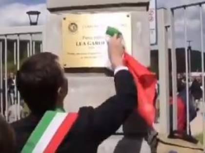 Pulisce targa col tricolore: Gori potrebbe rischiare fino a 2 anni di carcere