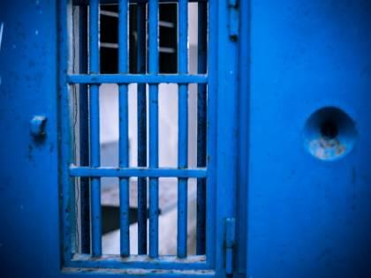 Secondini aggrediti da un detenuto a Secondigliano finiscono in ospedale
