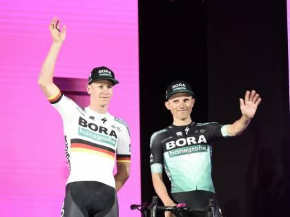 Giro d'Italia, Ackermann vince in volata su Viviani. Roglic resta maglia rosa