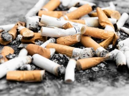 """Giappone, il governo alle imprese: """"Non assumete fumatori"""""""