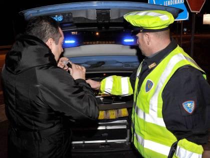 Stop per gli ubriachi al volante: auto non parte con l'alcol-lock