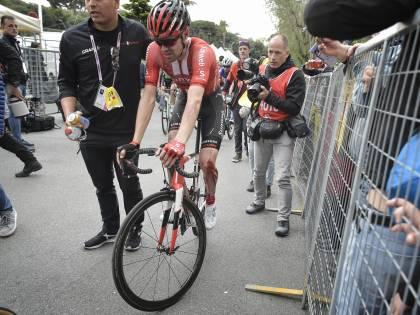 Giro d'Italia, Dumoulin non si ritira. Paura per Navarro: polmone perforato