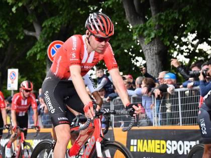 Giro d'Italia, Dumoulin non ce la fa: l'olandese si ritira