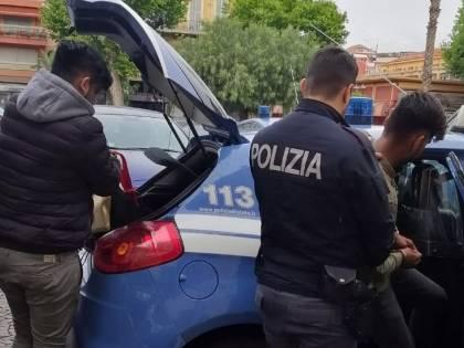 Nell'auto con 6 clandestini verso la Francia: arrestati due pachistani regolari