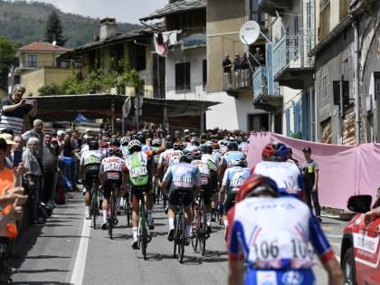 Giro d'Italia, Zakarin vince in solitaria la 13a tappa. Polanc resta in Rosa