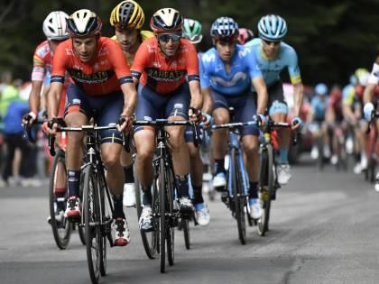 Giro d'Italia, tappa 14: Carapaz vince e si prende la maglia Rosa