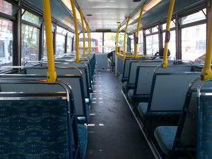 """Fiumicino, donne dell'Est bloccano il bus: """"Non paghiamo il biglietto"""""""