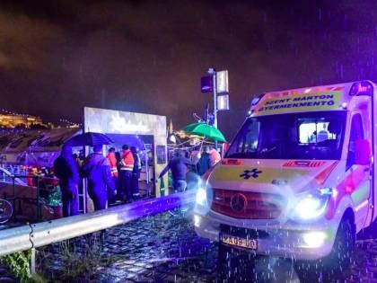 Tragedia a Budapest, barca si rigira nel Danubio: 7 morti