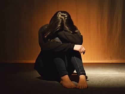 Nigeriano picchia e stupra la compagna davanti ai figli