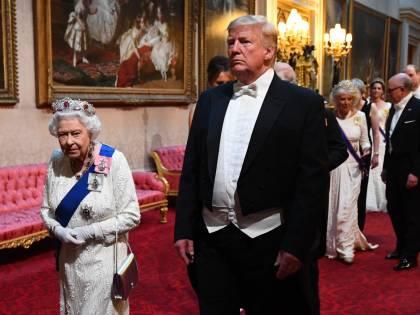 La regina regala a Trump le memorie di guerra di Churchill