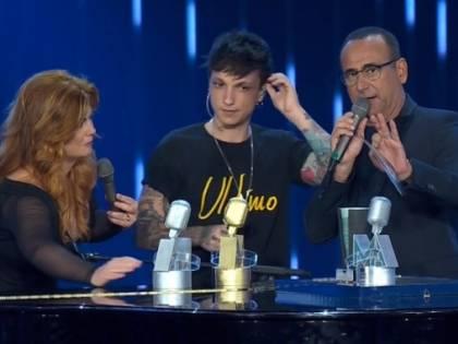 Ultimo fa incetta di premi ai Seat Music Awards ma si prende una pausa