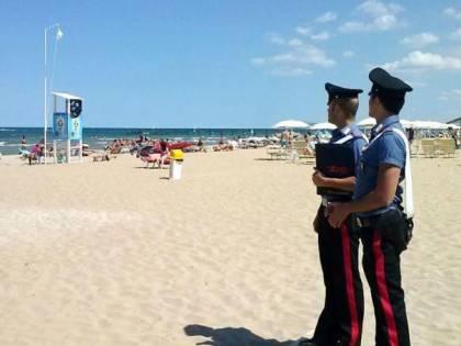 Affiliati al clan Rinaldi al mare, i carabinieri mettono le manette a due latitanti
