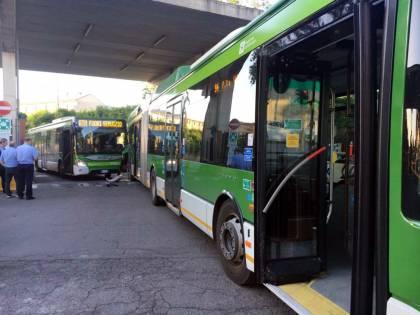 Milano, incidente tra bus Atm