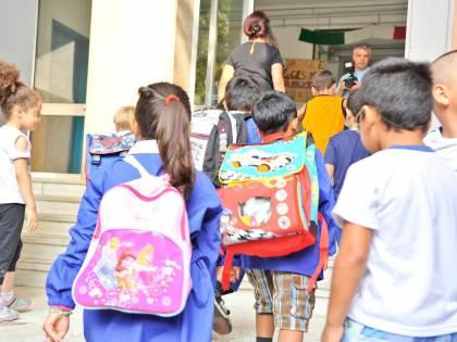 De Magistris sfrutta l'allerta meteo per l'igienizzazione: a Napoli scuole chiuse
