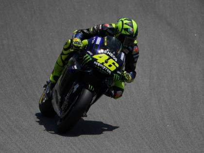 """MotoGp, Rossi accusa Lorenzo: """"Mi ha falciato, mi sono fatto anche male"""""""