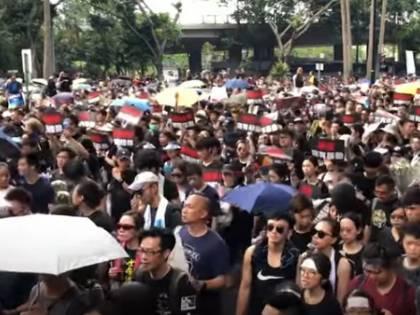 Hong Kong, blocco dei siti porno per spingere le persone in piazza