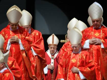 Il piano in Vaticano per consegnare la Cei al vescovo pro migranti