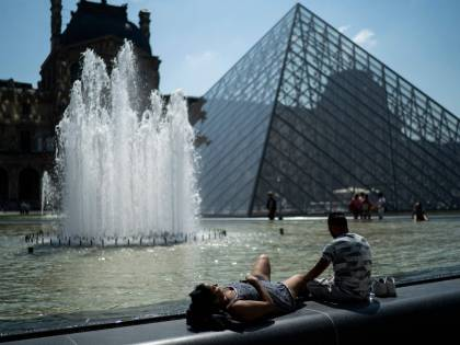Record di caldo a Parigi: sfiorati 43 gradi e l'Europa soffoca