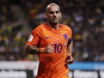 Follia Sneijder, si ubriaca e danneggia un'auto: fermato dalla polizia