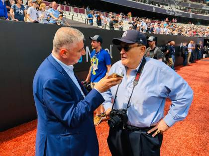 """Giuliani lancia i suoi Yankees verso l'Italia: """"Sarebbe bello portarvi il grande baseball"""""""