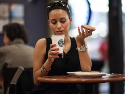 Rimane ustionata con una tazza di Starbucks, riceve 75.000 sterline