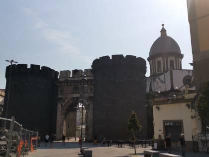 Napoli, Porta Capuana ricovero per tossici e senzatetto
