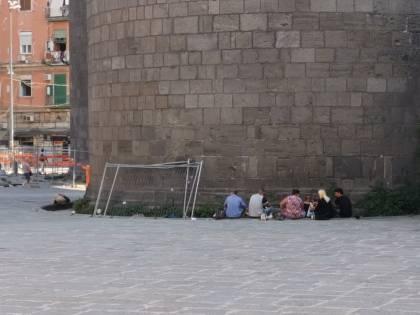 Napoli, la piazza riqualificata? Ricovero per tossici e ubriachi
