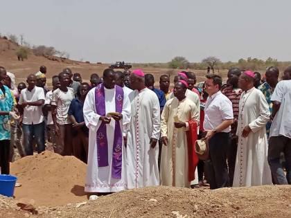 """Boom di attacchi jihadisti in Burkina Faso: """"Parrocchie chiuse"""""""