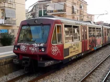 Allarme bomba alla metro di Napoli, ma era un trolley di uno studente