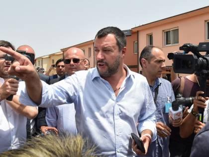 Salvini in visita al gattile del Verano